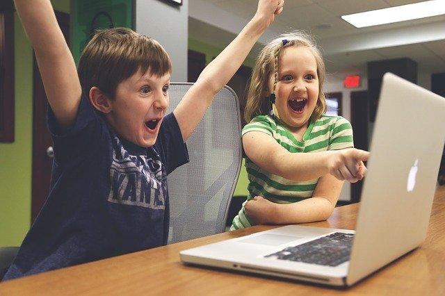 子供 PC 叫ぶ